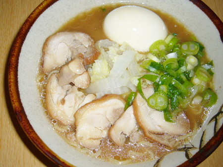 めん楽・豚骨醤油ラーメン 自家製鶏モモ肉チャーシュー
