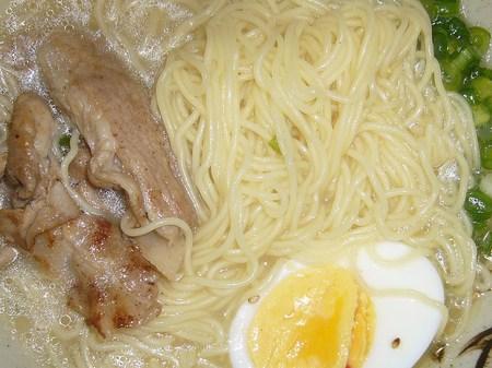 NISSIN(日清食品)・日清ラ王 豚骨 極細ストレート麺